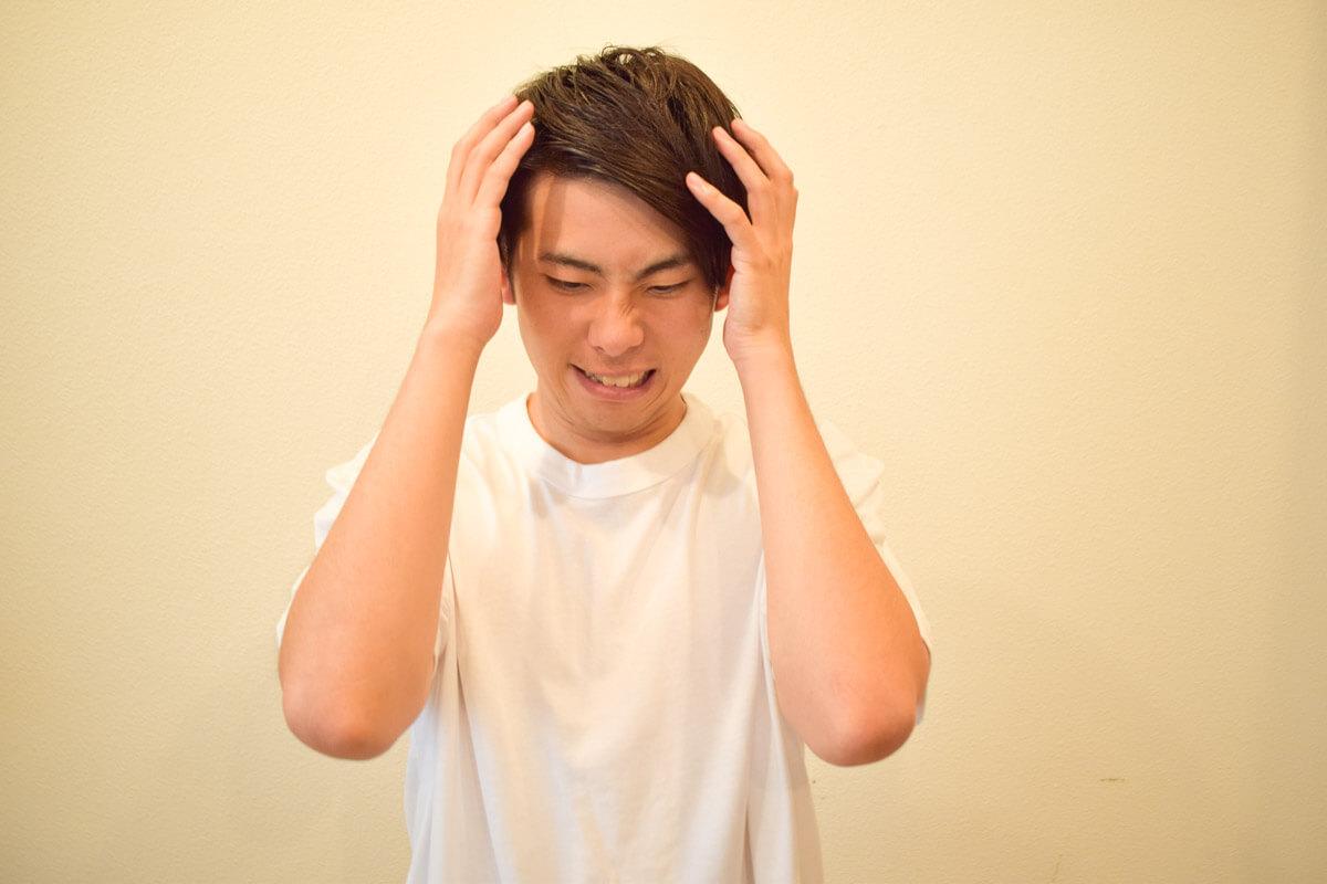 我慢できない頭皮かゆみの原因と改善方法・おすすめ商品をご紹介!のサムネイル