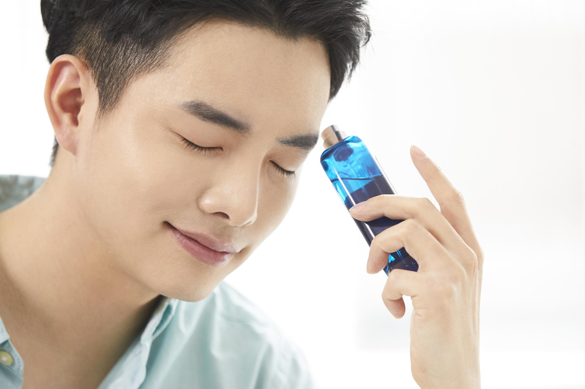 【2020年最新】メンズに人気の年代別男性用香水ランキング10選のサムネイル