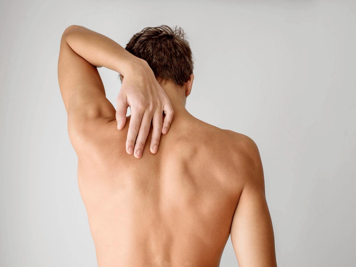 【男性必見!】女子にドン引きされないキレイな背中の…のサムネイル