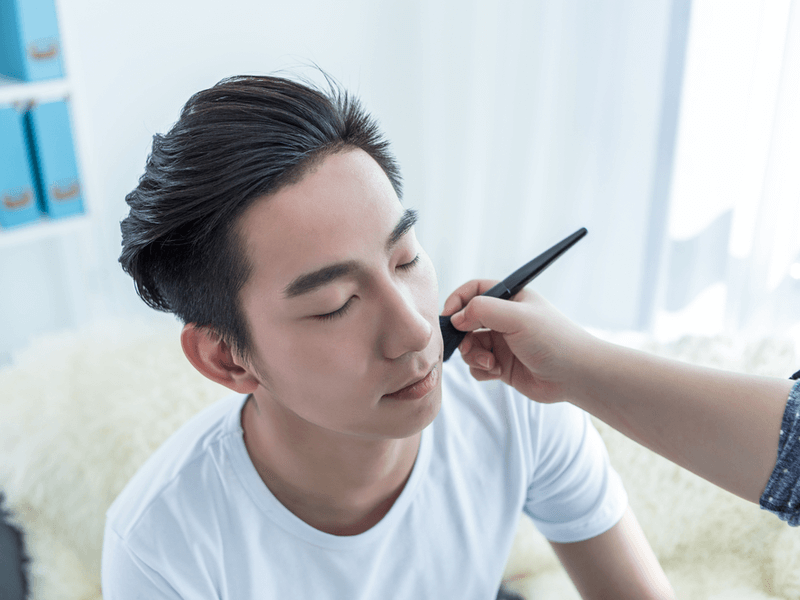 男の眉印象に差をつける!メンズメイクにおすすめの眉マスカラ15選のサムネイル